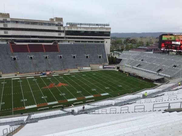 Lane Stadium, sección: 33, fila: 4R, asiento: 12