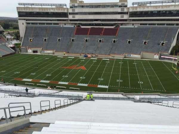 Lane Stadium, sección: 27, fila: 4J, asiento: 18