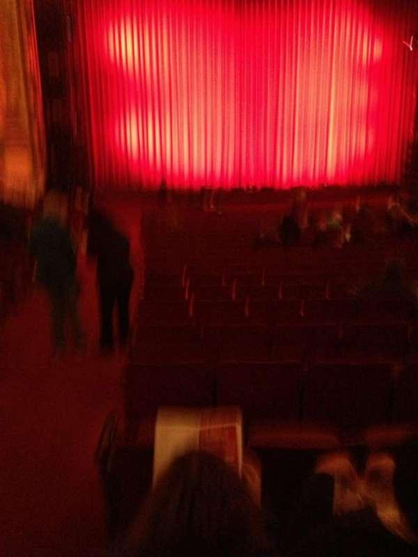 Cadillac Palace Theater, sección: orchestra l, fila: V, asiento: 1