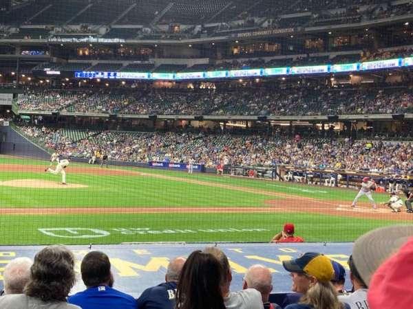 American Family Field, sección: 122, fila: 9, asiento: 11