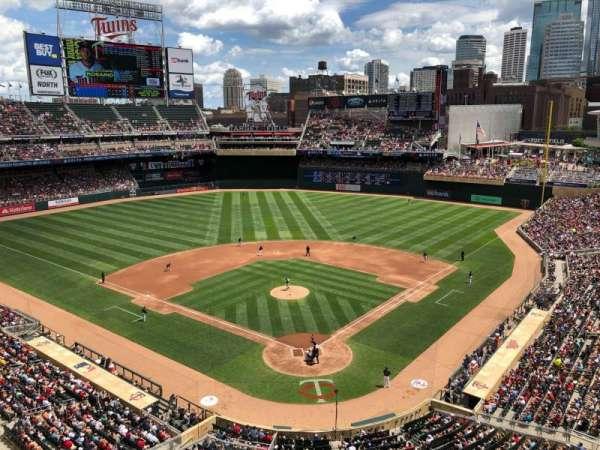 Target Field, sección: 216, fila: 1, asiento: 1