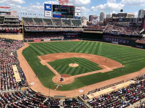 Target Field, sección: 213, fila: 1, asiento: 13