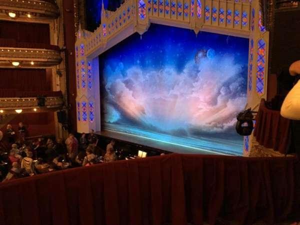 CIBC Theatre, sección: Dress Circle Box 2, fila: BX2, asiento: 214