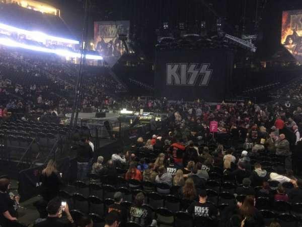 T-Mobile Arena, sección: 12, fila: A, asiento: 4