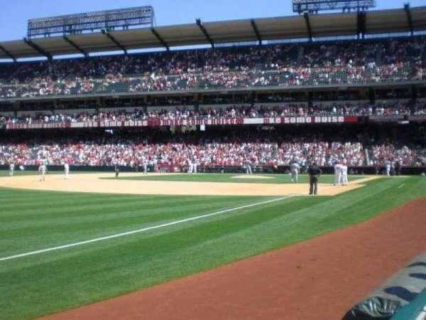 Angel Stadium, sección: F107, fila: A, asiento: 17