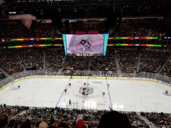 T-Mobile Arena, sección: 223, fila: G, asiento: 18