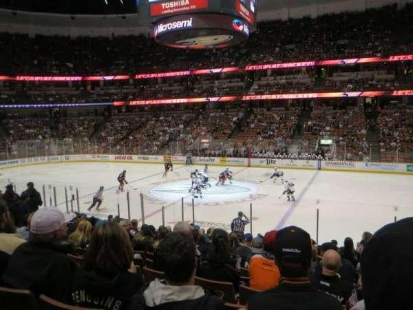 Honda Center, sección: 221, fila: Q, asiento: 2