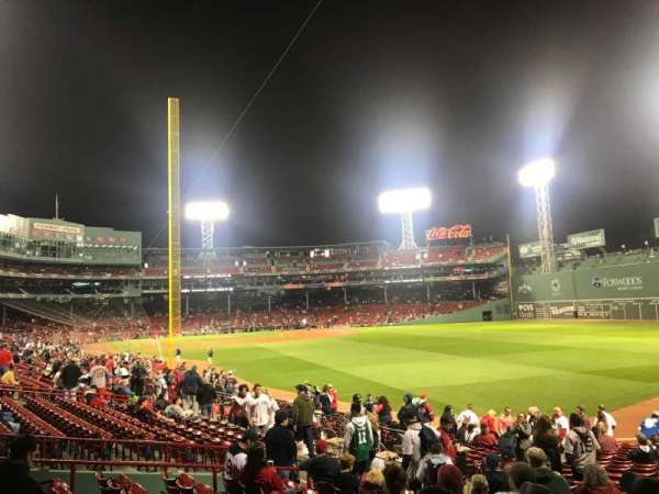 Fenway Park, sección: Right Field Box 90, fila: RR, asiento: 17