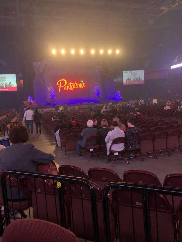 Mohegan Sun Arena, sección: 22, fila: D, asiento: 4