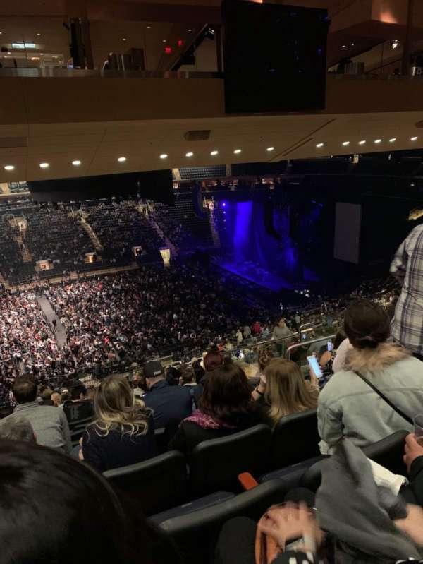 Madison Square Garden, sección: 210, fila: 17, asiento: 10