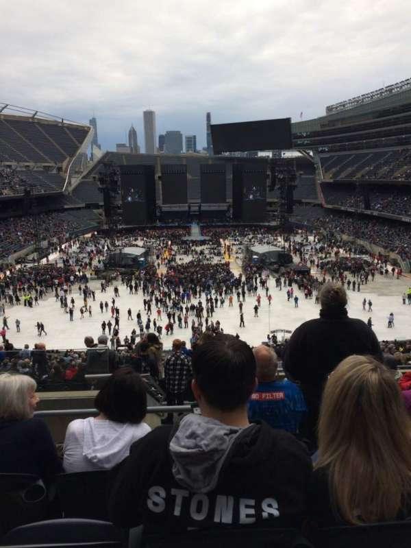 Soldier Field, sección: 322, fila: 10, asiento: 3