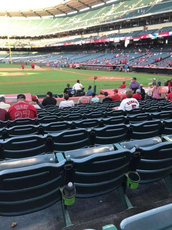Angel Stadium, sección: F112, fila: M, asiento: 8