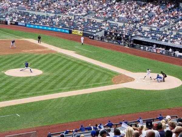 Yankee Stadium, sección: 226, fila: 20W, asiento: 9