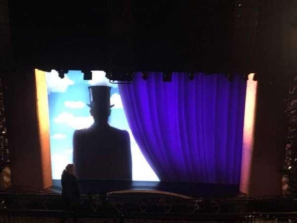 Lunt-Fontanne Theatre, sección: Rear Mezzanine RC, fila: L, asiento: 104