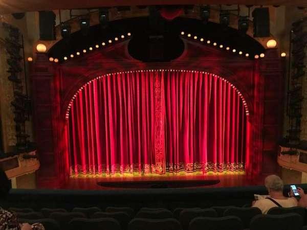 Shubert Theatre, sección: MEZZC, fila: F, asiento: 107 And 108
