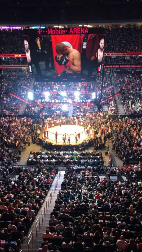 T-Mobile Arena, sección: 223, fila: A, asiento: 15
