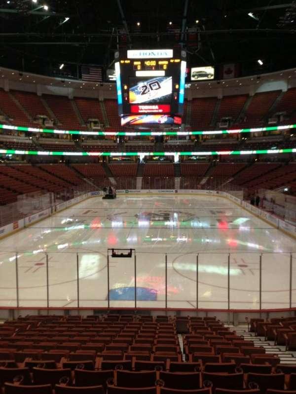 Honda Center, sección: 215, fila: A, asiento: 4