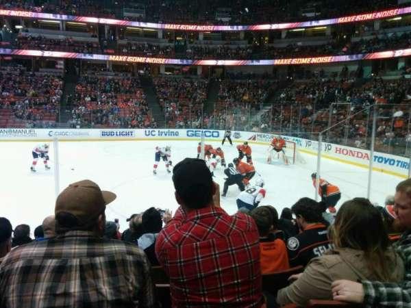 Honda Center, sección: 206, fila: H, asiento: 10