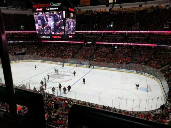 Honda Center, sección: 408, fila: A, asiento: 15