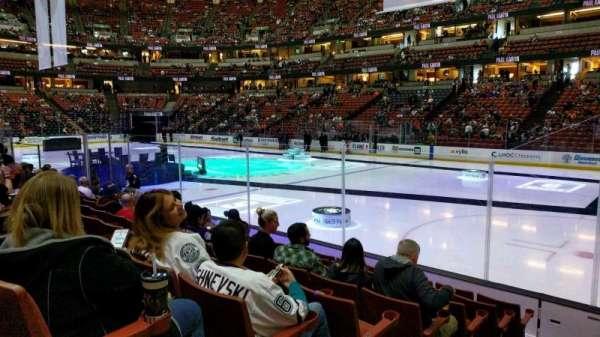 Honda Center, sección: 205, fila: H, asiento: 9