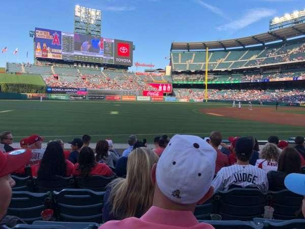 Angel Stadium, sección: F108, fila: G, asiento: 11