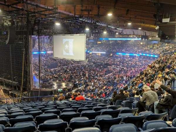 Allstate Arena, sección: 205, fila: P, asiento: 25