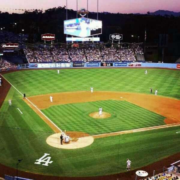 Dodger Stadium, sección: 4RS, fila: E, asiento: 13