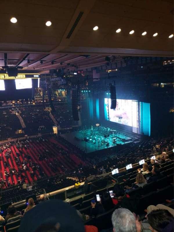 Madison Square Garden, sección: 211, fila: 10, asiento: 1