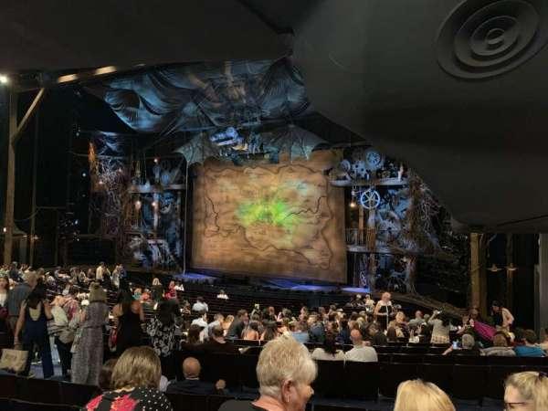 Gershwin Theatre, sección: Orchestra R, fila: V, asiento: 28