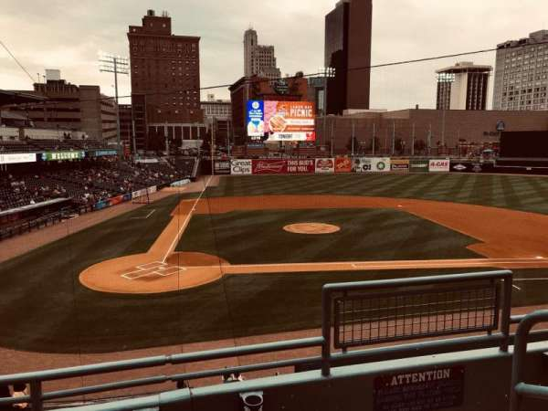 Fifth Third Field, sección: 212, fila: C, asiento: 1
