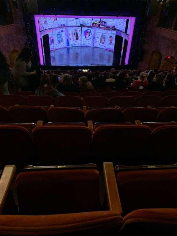 August Wilson Theatre, sección: Mezzanine C, fila: P, asiento: 112