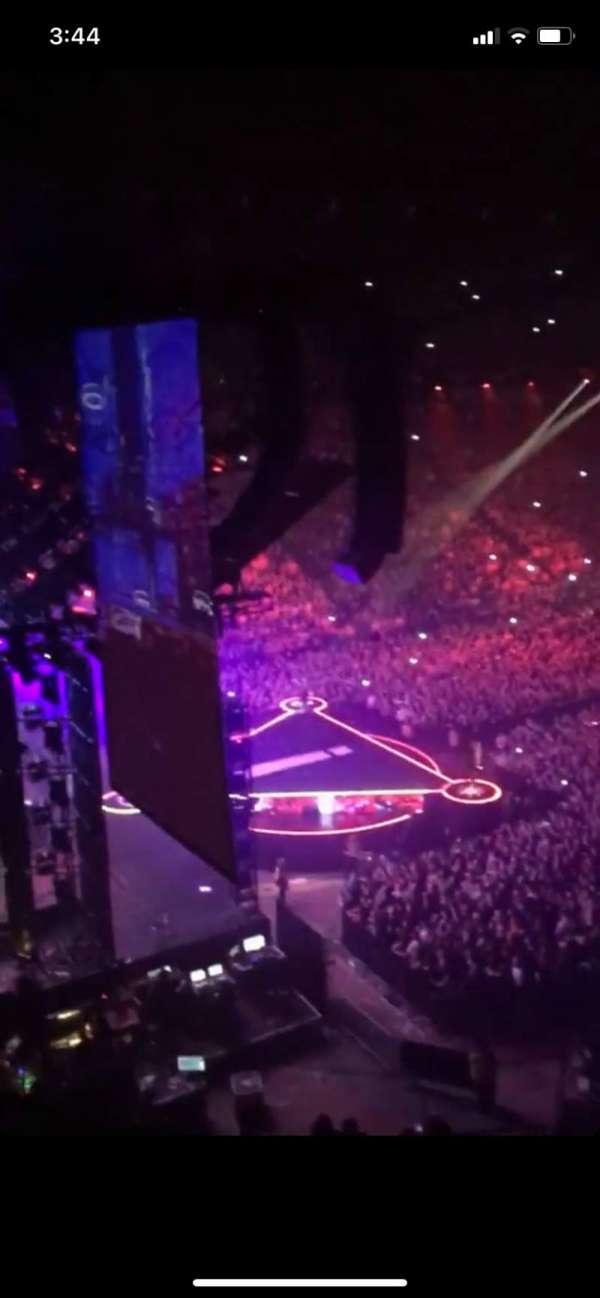 Manchester Arena, sección: 222, fila: C, asiento: 13