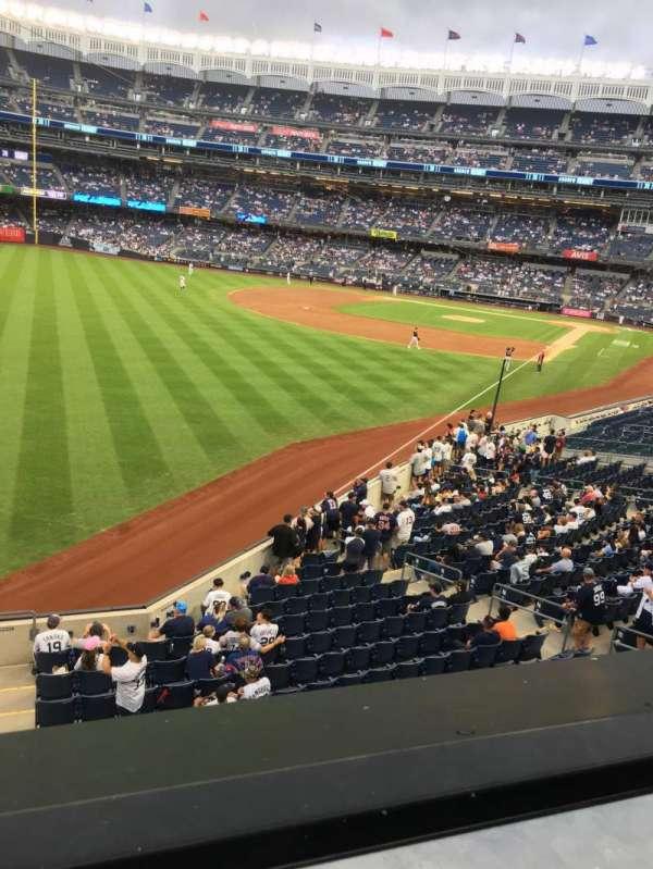 Yankee Stadium, sección: 232A, fila: 1, asiento: 10