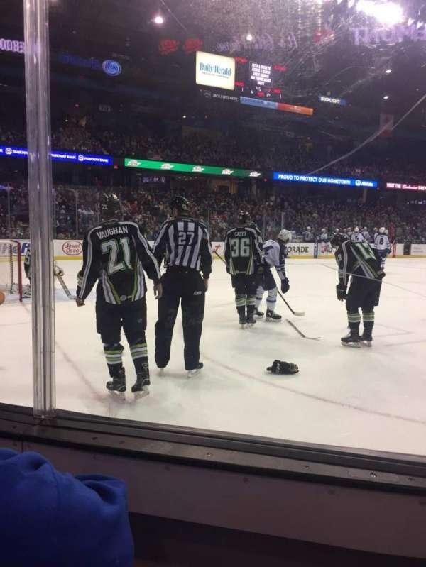 Allstate Arena, sección: 105, fila: BB, asiento: 9