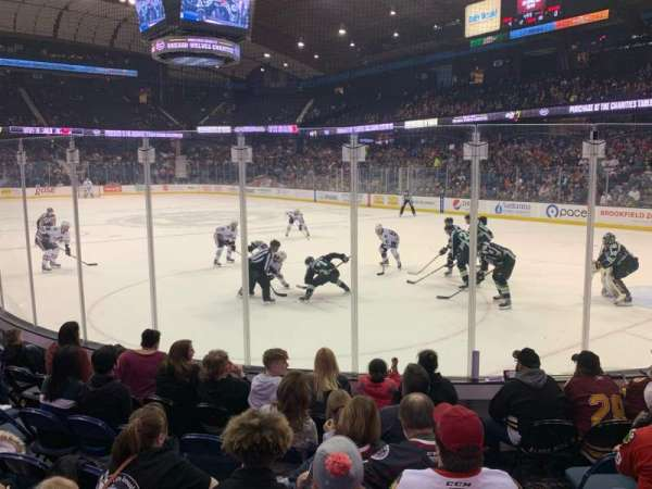 Allstate Arena, sección: 108, fila: D, asiento: 3