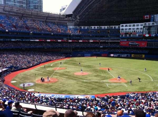 Rogers Centre, sección: 220R, fila: 8, asiento: 3