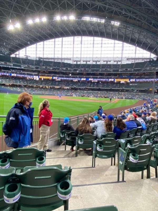 American Family Field, sección: 130, fila: 13, asiento: 1