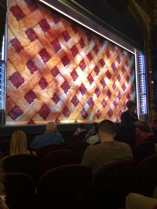 Brooks Atkinson Theatre, sección: Orchestra L, fila: F, asiento: 13
