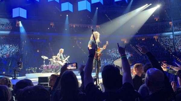 PNC Arena, sección: 119, fila: A, asiento: 8