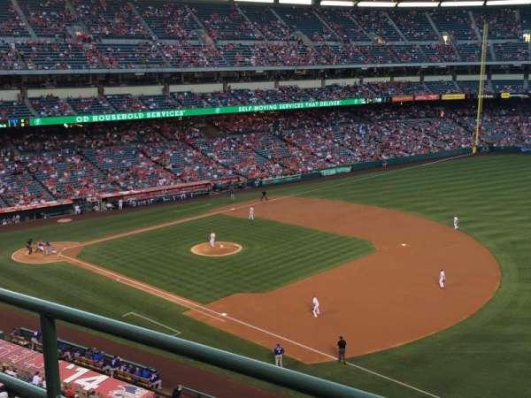 Angel Stadium, sección: V428, fila: B, asiento: 8