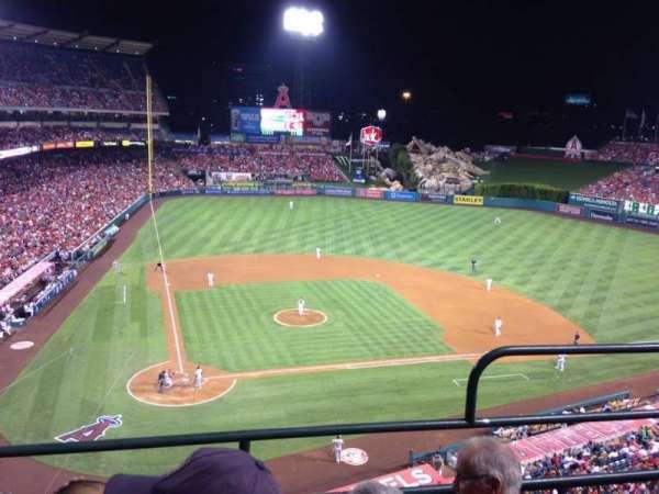 Angel Stadium, sección: V422, fila: C, asiento: 12