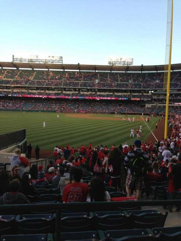 Angel Stadium, sección: T201, fila: A, asiento: 2