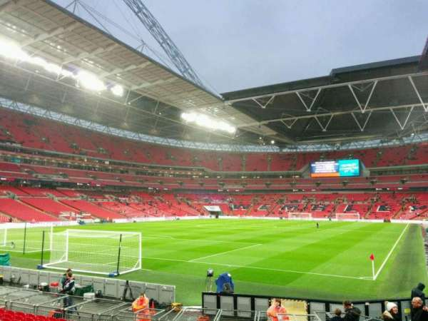 Wembley Stadium, sección: 130, fila: 16, asiento: 230