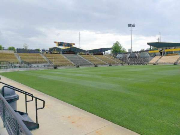Fifth Third Bank Stadium, sección: 125, fila: a, asiento: 7