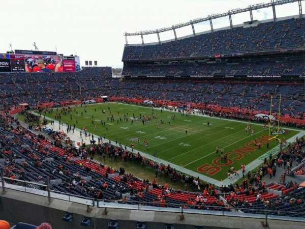 Empower Field at Mile High Stadium, sección: 329, fila: 5, asiento: 9