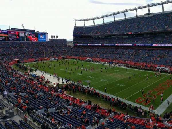 Empower Field at Mile High Stadium, sección: 330, fila: 1, asiento: 7