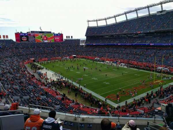 Empower Field at Mile High Stadium, sección: 328, fila: 6, asiento: 9
