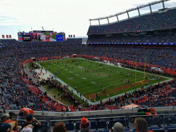 Empower Field at Mile High Stadium, sección: 327, fila: 9, asiento: 9