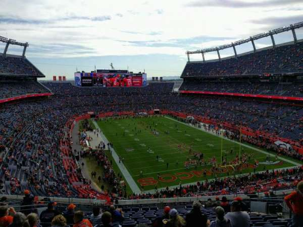 Empower Field at Mile High Stadium, sección: 326, fila: 17, asiento: 13
