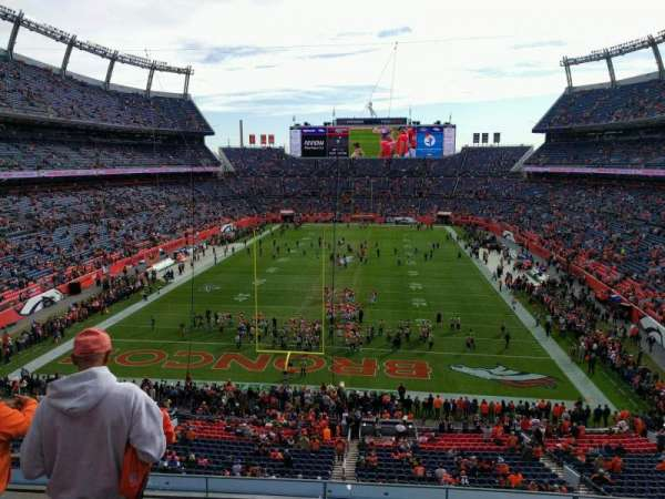 Empower Field at Mile High Stadium, sección: 323, fila: 4, asiento: 19